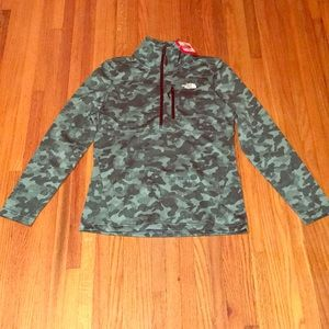 NWT North Face Pullover Size Small